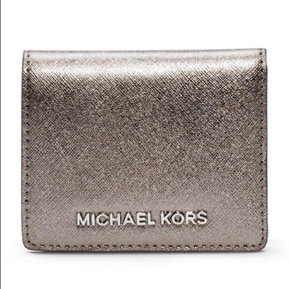 bb7393842e76 Michael Kors Jet Set Travel Flap Card Holder